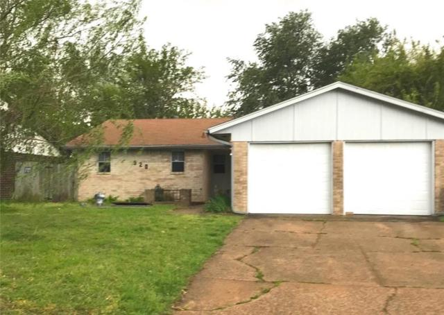 920 NW 9th Street, Moore, OK 73160 (MLS #863018) :: KING Real Estate Group