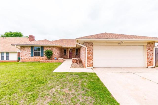217 Red Oak Circle, Moore, OK 73160 (MLS #863491) :: Homestead & Co