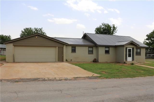 1014 N 6th, Sayre, OK 73662 (MLS #868311) :: Homestead & Co