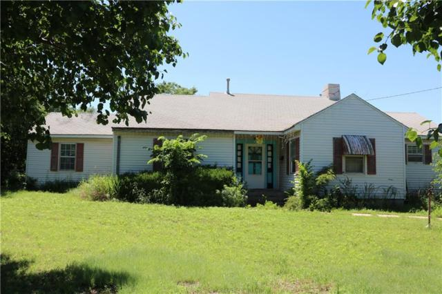 1320 N Grant Street, Cordell, OK 73632 (MLS #869894) :: Homestead & Co