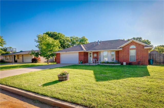 2047 W 7th Place, Elk City, OK 73644 (MLS #871269) :: Homestead & Co