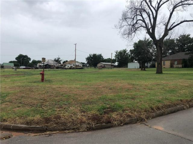 301 N 5th Street, Sayre, OK 73662 (MLS #874405) :: Erhardt Group at Keller Williams Mulinix OKC