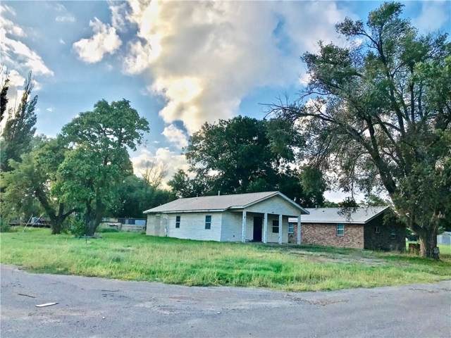 305 N Walnut Avenue, Erick, OK 73645 (MLS #886403) :: Homestead & Co