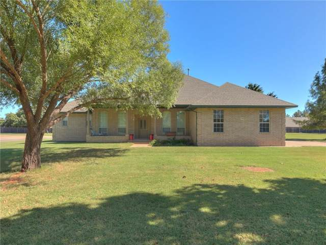 720 Bowman, Elk City, OK 73644 (MLS #888124) :: Homestead & Co
