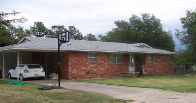 820 E 11th Street, Holdenville, OK 74848 (MLS #892813) :: Homestead & Co
