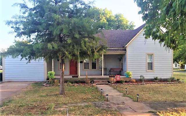 621 E Caddo Street, Cordell, OK 73632 (MLS #897851) :: Homestead & Co