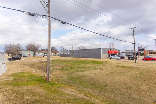 306 S Howard Avenue, Moore, OK 73160 (MLS #897932) :: Homestead & Co