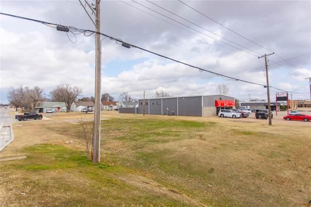 306 S Howard Avenue, Moore, OK 73160 (MLS #897932) :: KG Realty