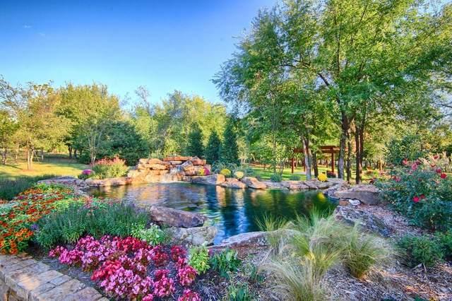 12201 Grand Cedar Lane, Oklahoma City, OK 73131 (MLS #899449) :: Homestead & Co