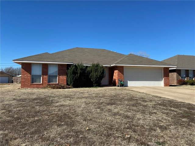 1613 Sommerset Place, Altus, OK 73521 (MLS #899637) :: Homestead & Co