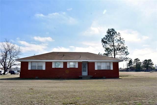 2409 W Country Club Road, Chickasha, OK 73018 (MLS #900313) :: Keri Gray Homes