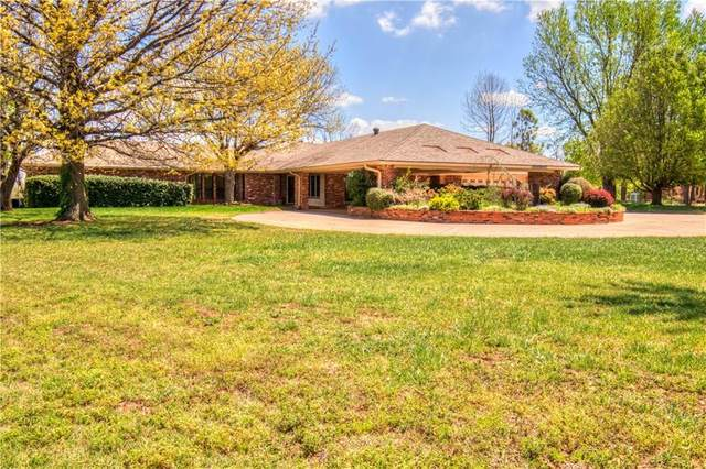 11 Branderwood, Norman, OK 73072 (MLS #900779) :: Homestead & Co
