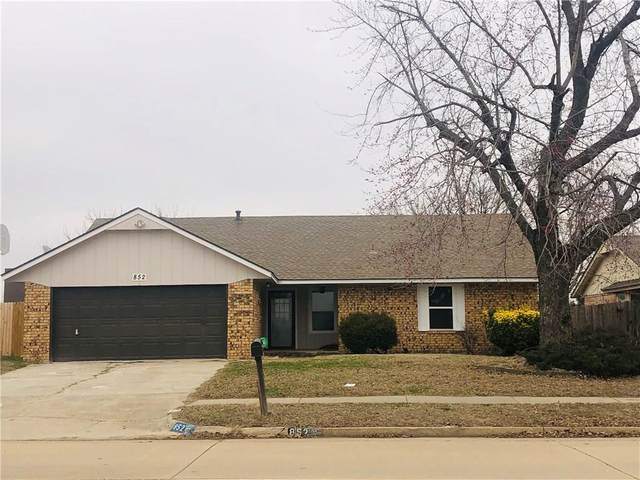 852 N Robinson Avenue, Moore, OK 73170 (MLS #900989) :: The Oklahoma Real Estate Group