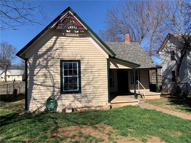 1216 W Mansur Avenue, Guthrie, OK 73044 (MLS #902177) :: Keri Gray Homes