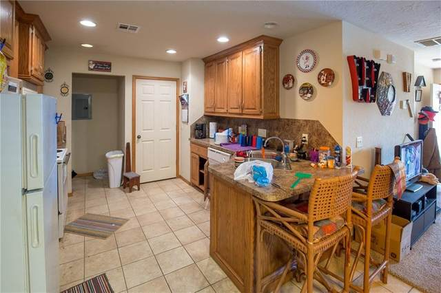 305 NE 3rd Street, Moore, OK 73160 (MLS #902331) :: ClearPoint Realty