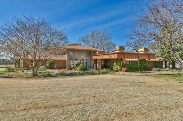 5300 Winding Oaks Lane, Norman, OK 73026 (MLS #903528) :: Homestead & Co