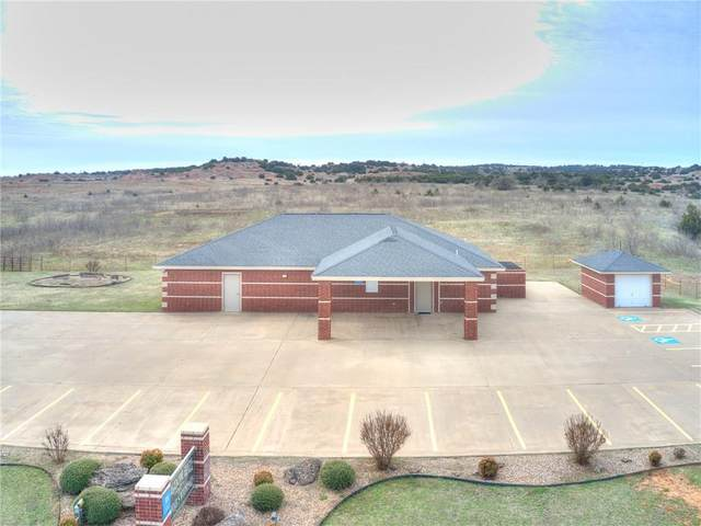 3301 E Ok-3 Highway, Watonga, OK 73772 (MLS #905485) :: Keri Gray Homes