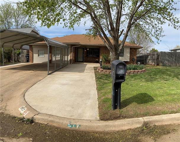 917 NW 9th Street, Moore, OK 73160 (MLS #906005) :: Homestead & Co