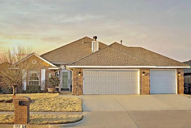 1717 SW 32nd Street, Moore, OK 73160 (MLS #906072) :: Keri Gray Homes