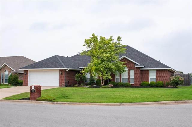 1809 Hunter Pointe Circle, Altus, OK 73521 (MLS #906091) :: Homestead & Co