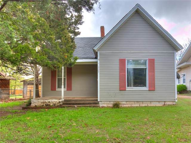 1325 S 9th Street, Chickasha, OK 73018 (MLS #906180) :: Homestead & Co