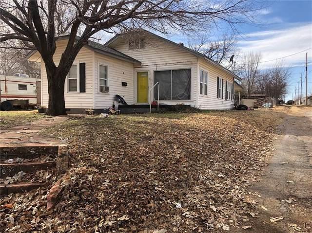 1718 S 7th Street, Chickasha, OK 73018 (MLS #906372) :: Homestead & Co