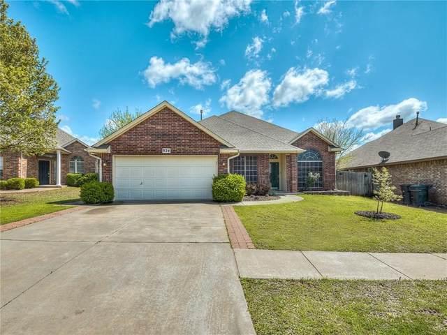 924 Oak Creek Drive, Moore, OK 73160 (MLS #906403) :: Homestead & Co