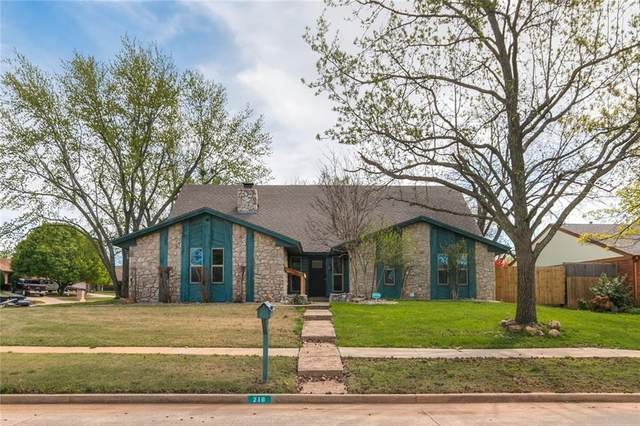 216 Wellington Lane, Moore, OK 73160 (MLS #906513) :: Homestead & Co