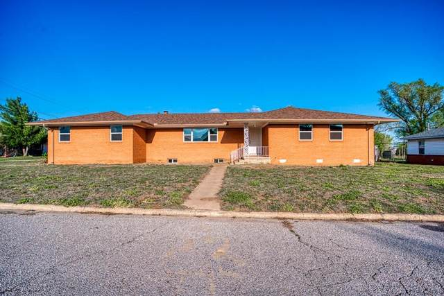 420 N Harmon Avenue, Watonga, OK 73772 (MLS #906770) :: Homestead & Co