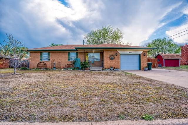 801 Kelli Drive, Watonga, OK 73772 (MLS #906774) :: Homestead & Co