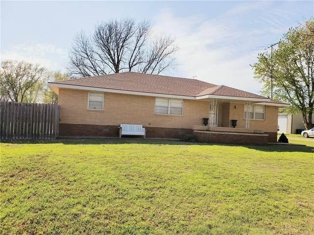 620 N 6th Street, Thomas, OK 73669 (MLS #907507) :: Homestead & Co