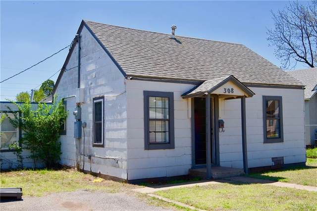 308 E Arapaho Street, Weatherford, OK 73096 (MLS #908598) :: The UB Home Team at Whittington Realty