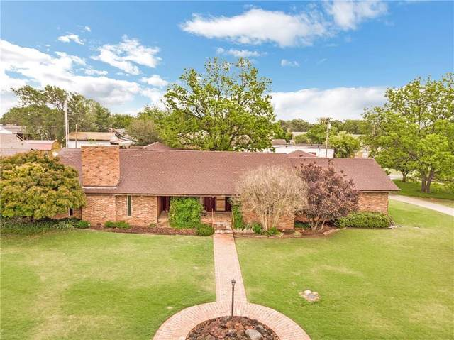 421 S 18th Street, Clinton, OK 73601 (MLS #910249) :: Homestead & Co