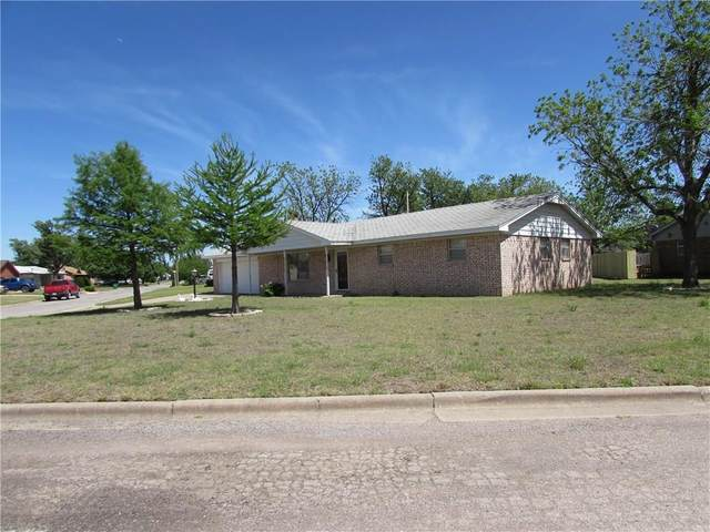 114 W 12th Street, Snyder, OK 73566 (MLS #910413) :: Homestead & Co