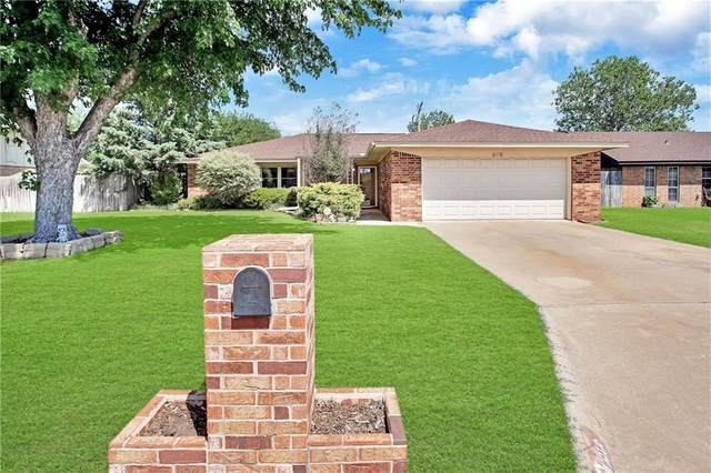 816 Village Drive, Altus, OK 73521 (MLS #910468) :: Homestead & Co