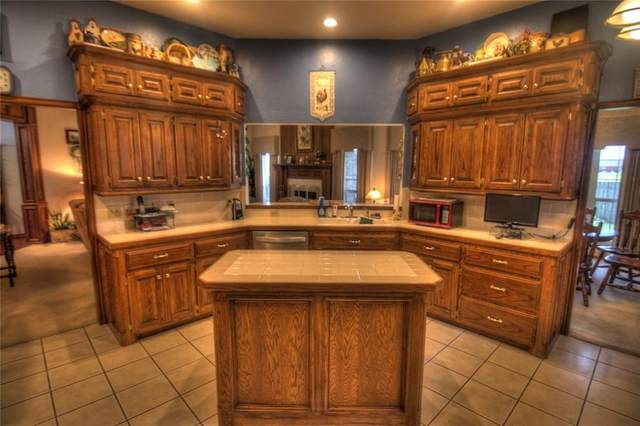 9017 Lakecrest Drive, Oklahoma City, OK 73159 (MLS #912894) :: Homestead & Co