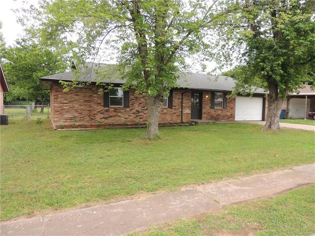 436 Crooked Oak Drive, Harrah, OK 73045 (MLS #912988) :: Homestead & Co