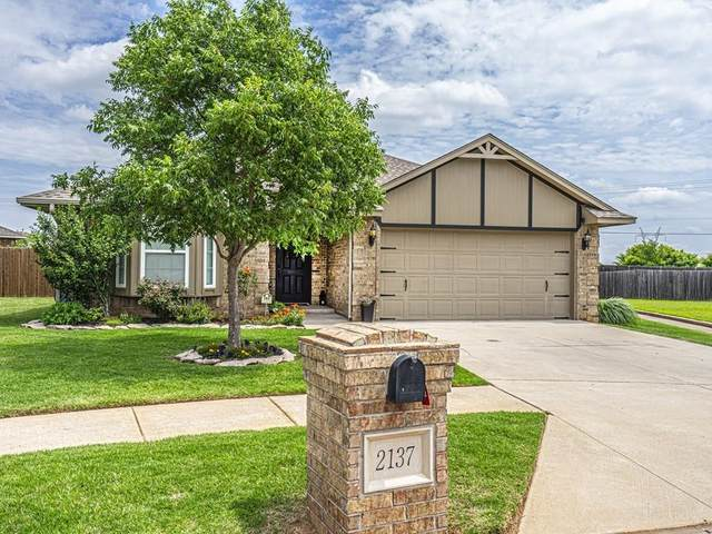 2137 Peacock Drive, Edmond, OK 73012 (MLS #914441) :: Your H.O.M.E. Team