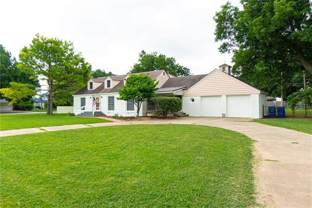 201 W Kiowa Street, Lindsay, OK 73052 (MLS #916865) :: Homestead & Co