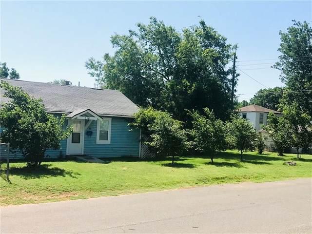 318 N Calloway Avenue, Elk City, OK 73644 (MLS #918283) :: Homestead & Co