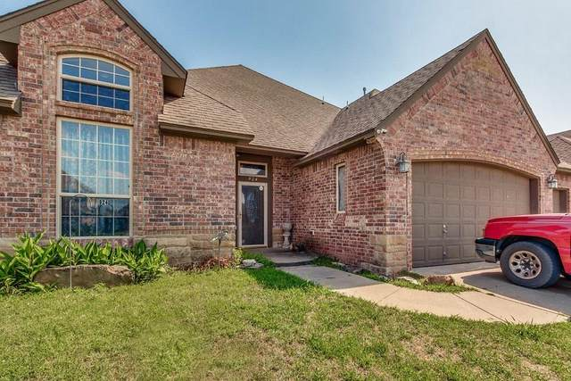 924 Preston Park Drive, Yukon, OK 73099 (MLS #918588) :: Erhardt Group at Keller Williams Mulinix OKC
