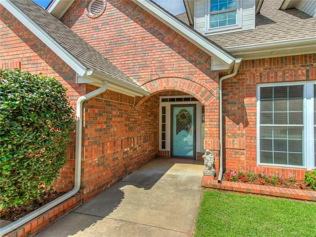 6805 N Waterwood Way, Warr Acres, OK 73132 (MLS #919204) :: Homestead & Co
