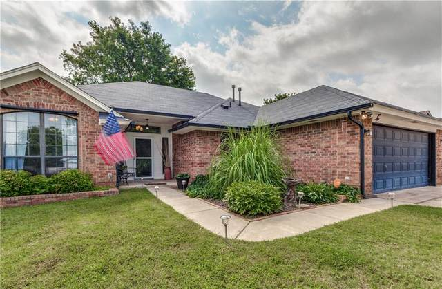 900 Harrison Street, Harrah, OK 73045 (MLS #919649) :: Homestead & Co