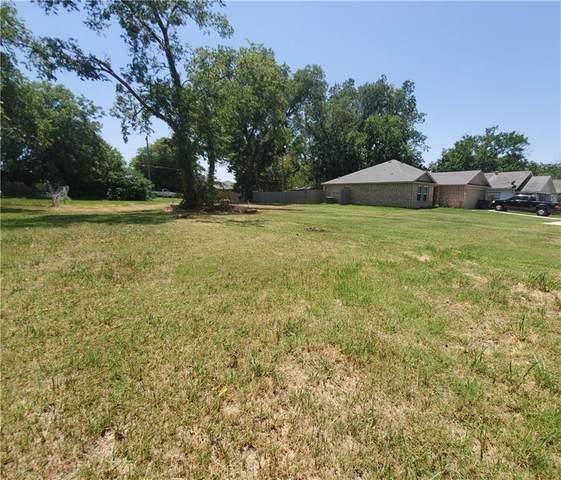 411 W Illinois Avenue, Chickasha, OK 73018 (MLS #920354) :: Homestead & Co