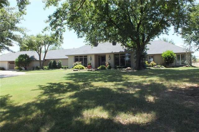 8 Country Club Road, Shawnee, OK 74801 (MLS #920772) :: Homestead & Co