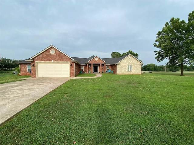 2480 Oak Ridge Drive, Harrah, OK 73045 (MLS #921155) :: Homestead & Co