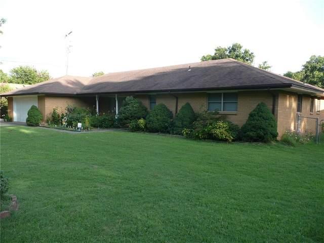 303 Warren Street, Holdenville, OK 74848 (MLS #921621) :: Homestead & Co