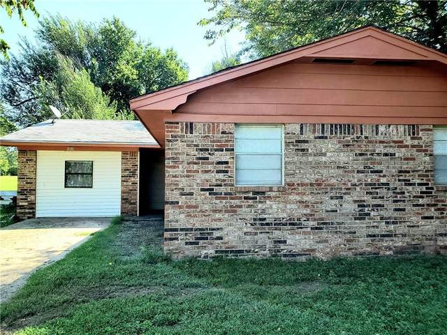 1313 S 2nd Street, Chickasha, OK 73018 (MLS #922080) :: Erhardt Group at Keller Williams Mulinix OKC