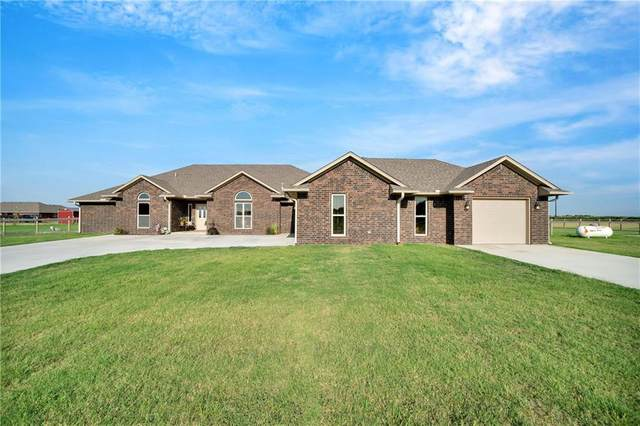 39 N Freedom Circle, Altus, OK 73521 (MLS #923603) :: Homestead & Co