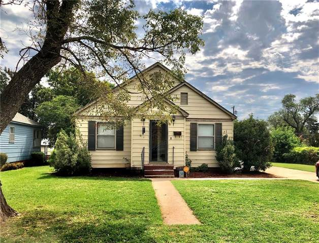 309 S 17th Street, Clinton, OK 73601 (MLS #923853) :: Homestead & Co